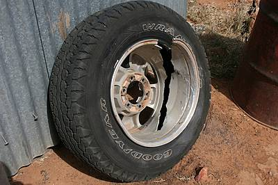 Overland and alloy split rims-img_3241.jpg